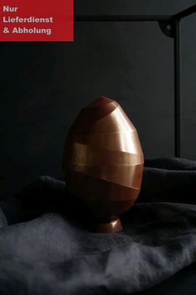 Großes Ei, gefüllt mit Nougat
